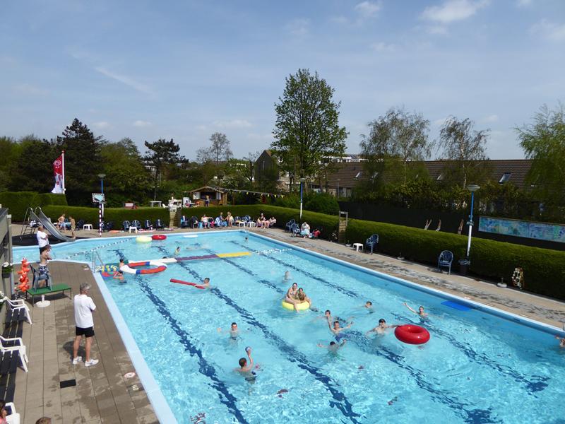 Zwembad hoek van holland rotterdam zwemt